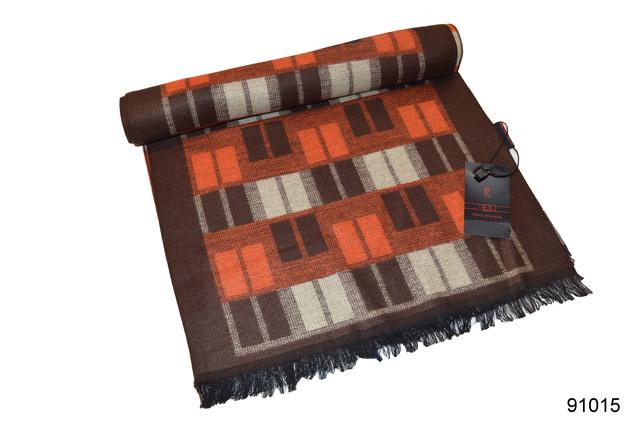 Фото коричневого с бежем мужского кашемирового шарфа на осень 1