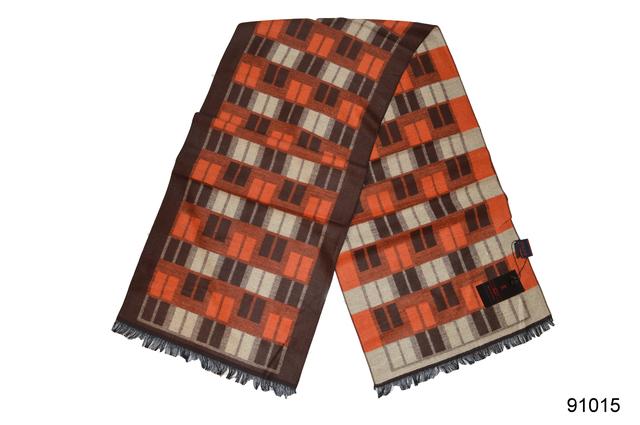 Фото мужского коричневого с бежем кашемирового шарфа на осень 2