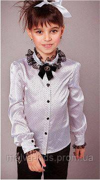 Блуза с кружевом и брошью, атлас