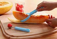 Нож для арбуза дыни папайи с дополнительной ложечкой пластик+металл (цвет случайный) SKU0000847