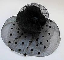Элегантная шляпка с вуалью и розой чёрного цвета на двух заколках