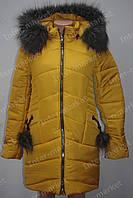 Теплая зимняя женская куртка на замке с капюшоном и меховым воротником желтая