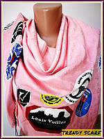 Платок Louis Vuitton бренд Луи Виттон нежно розовый синий черный world tour цветной monogram реплика 140/150