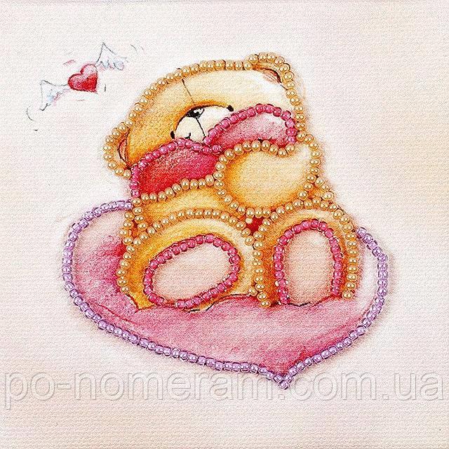 Магнит вышитый бисером Волшебная страна Мишка с сердечком (FLA081) 9 х 9 см