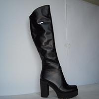 Ботфорты из  натуральной кожи, черного цвета, на устойчивом каблуке