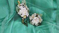 Свадебные бутоньерки для свидетелей (бутоньерка и цветочный браслет) бежевые айвори