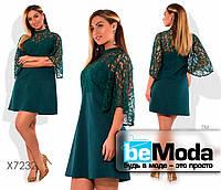 Эффектное женское платье больших размеров с гипюровой вставкой на рукавах зеленое