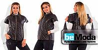 Удобная женская курточка с оригинальным металлическим декором черная
