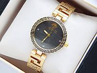 Женские кварцевые наручные часы Versace золото с орнаментом