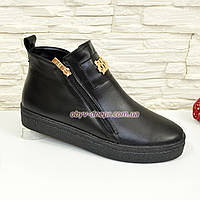 Женские зимние кожаные черные ботинки на утолщенной подошве, декорированы фурнитурой. 39 размер