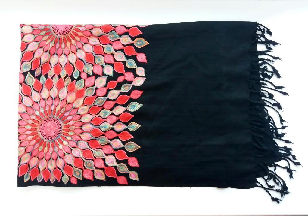 Шарф из шерсти с шелковой вышивкой. Самарканд/Узбекистан