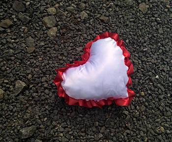 Подушка атласная сердце, рюш красный