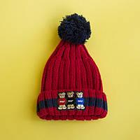 Красная детская шапка с помпоном