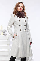 Молочное двубортное шерстяное пальто с клешенной юбкой