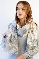 Весенний шарф в модный цветочный принт