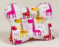 Подушка ортопедическая для новорожденных бабочка BabySoon Жирафики 22 х 26 см розовая (141), фото 1