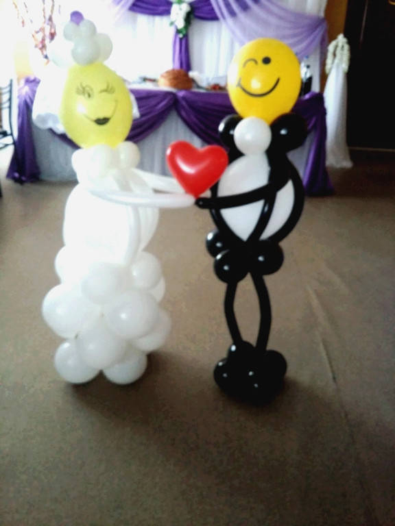 из воздушных шаров смешные жених и невеста