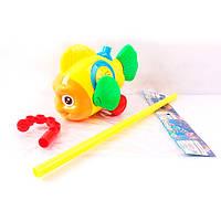 Каталка 0366 (96шт) на палке 40см, рыбка, звук, двиг.плавниками,2цвета,в кульке, 24-17-10см