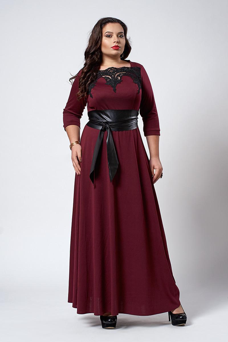 Изысканное длинное женское платье с поясом бордового цвета
