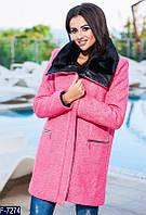 Женское пальто букле на молнии с кожаным воротником розового цвета.  Арт - 18066
