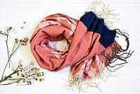 Зимний шарф с абстрактным принтом
