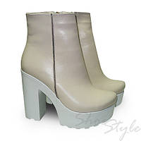 Ботинки женские бежевые из натуральной  кожи на высоком устойчивом каблуке