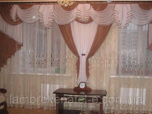 Ламбрекен в зал на окна с перестенком