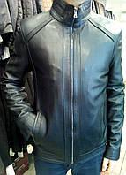 Ровная кожаная черная куртка с тонкими вставками из замши