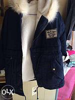 Стильная куртка-парка с меховым капюшоном