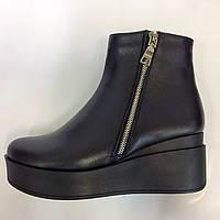 Женские осенние ботинки на платформе из натуральной кожи с декоративной змейкой сбоку