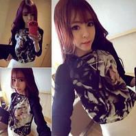 Стильная женская кофточка с принтом и черными рукавами