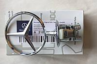Знак на капот Mercedes 210