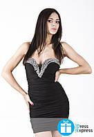 Короткое черное коктельное платье с серебрянными камушками по зоне декольте