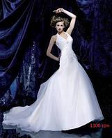 Прокат! Белое свадебное платье с заниженным корсетом.