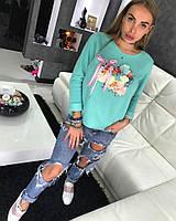 Молодежный теплый свитшот декорирован объемными цветами