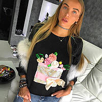 Стильный женский свитшот декорирован принтом из паетки и цветами