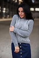 Теплый вязанный свитер с узором косы