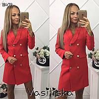Красное платье-пиджак на пуговицах