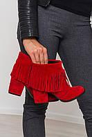 Женский замшевые ботильоны красного цвета с бахромой.