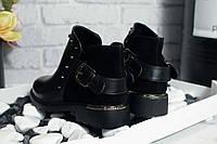 Модные демисезонные ботинки черного цвета с заклепками и ремешком