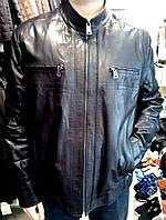 Кожаная куртка с декоративными строчками на рукавах