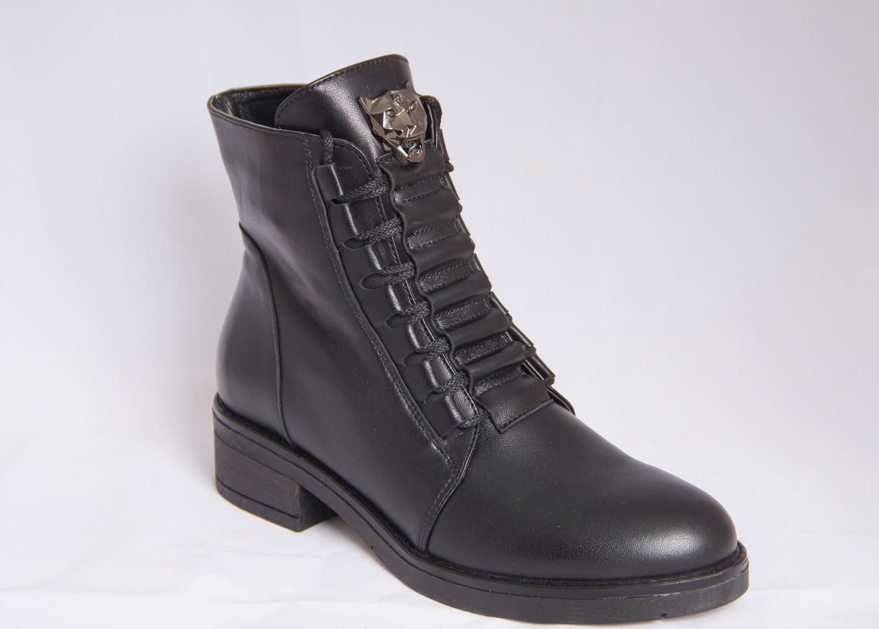 aed0edc7 Ботинки женские зимние черные кожаные со шнуровкой и эмблемой волк на  низком каблуке - Интернет магазин