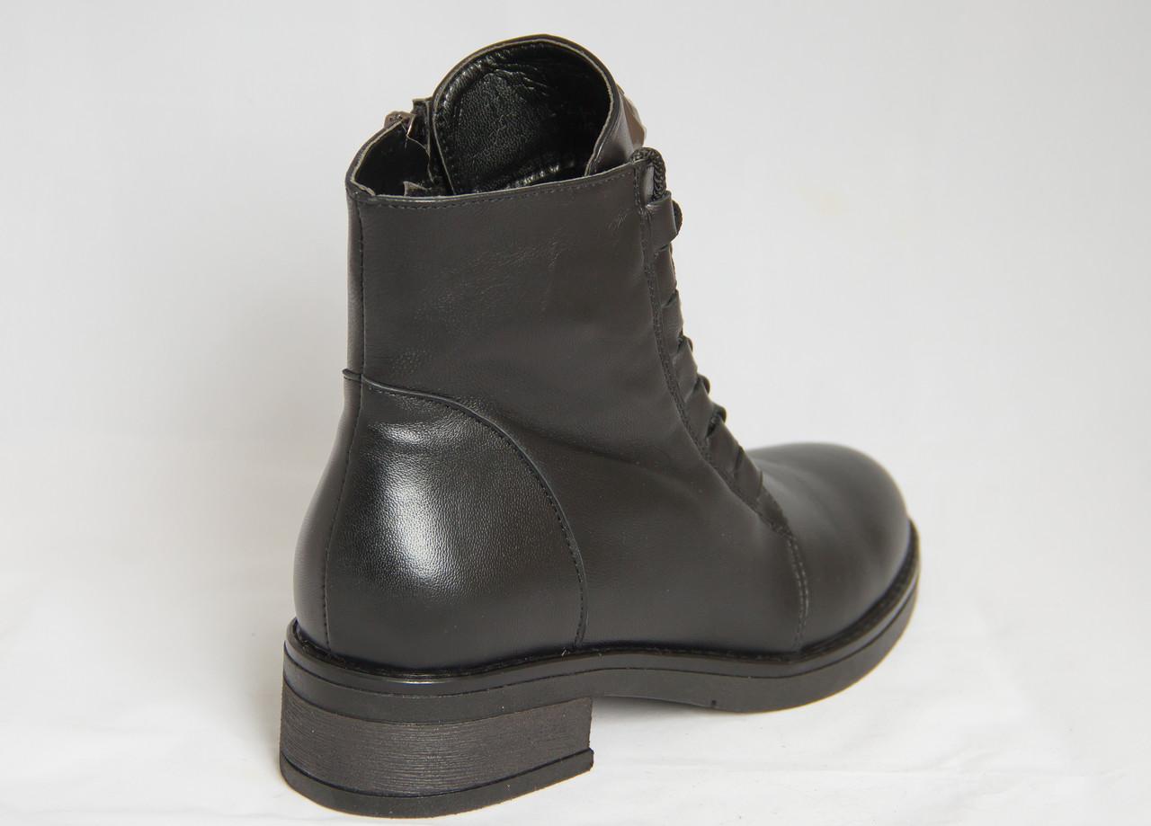 31821cdf Ботинки женские зимние черные кожаные со шнуровкой и эмблемой волк на  низком каблуке, ...