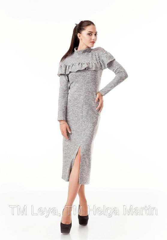 Длинное платье с воланом. Женское