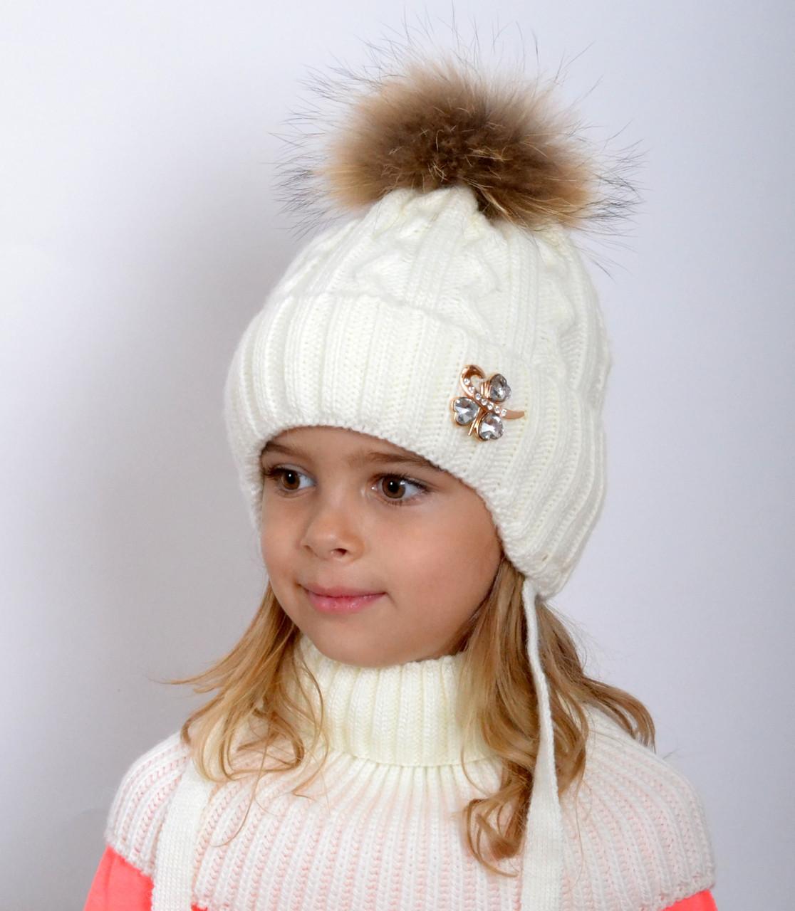 зимняя вязаная шапка для девочки с натуральными помпоном в магазине