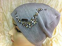 Бежевая  женская шапочка украшенная камнями