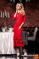 Красное платье с оригинальной отделкой