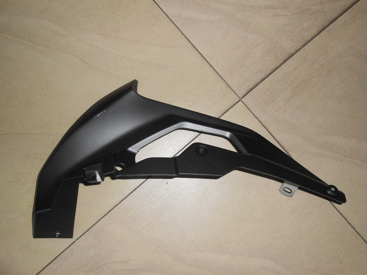 LX250GS-2A GP250 Пластик обтекателя ЛЕВЫЙ большой - 341450033-0001