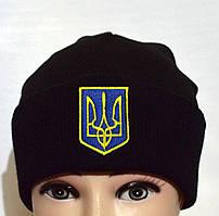 Вязанная черная шапка с украинской символикой