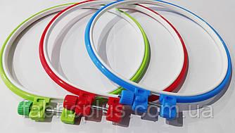Пяльца круглые пластиковые 17,5 см цветные